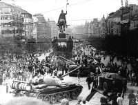 prague tanks in the street