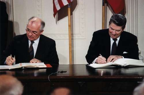 Malloy Reagan_and_Gorbachev_signing_INF