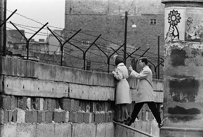 The Berlin Wall Is Built August 13 1961 Association