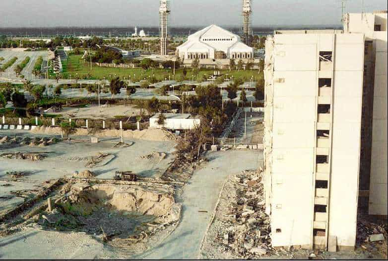Khobar_towers_and_crater