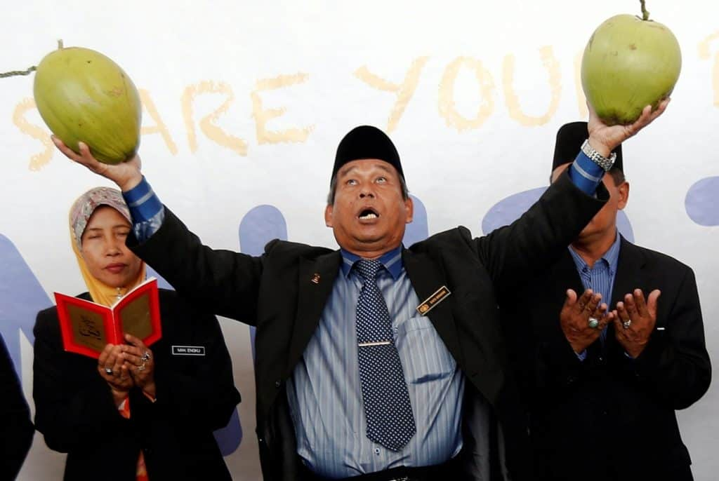 missing-malaysian-airlines-flight-bomoh-rituals-airport