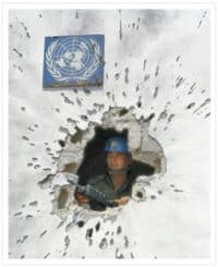 Un peacekeeper in bombed building
