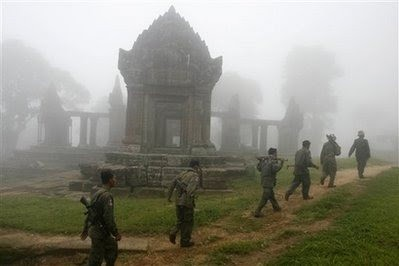 080717 - Khmer troops in Preah Vihear 01 (AP)