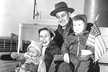 kennan-and-family-in-1952-photo-credit-to-CORBIS