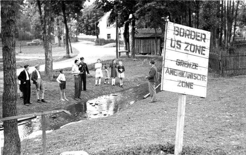 Mödlareuth, Zonengrenze , July 1949, German Federal Archives.
